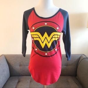 🐝 Wonder Woman t-shirt Size Small Gently Used